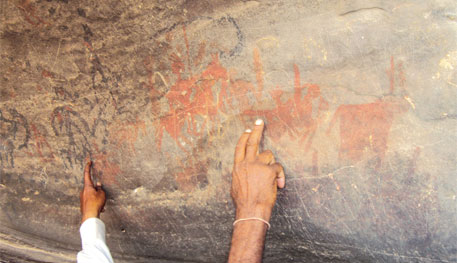 Rock paintings in Albati village show pagarra-like structures