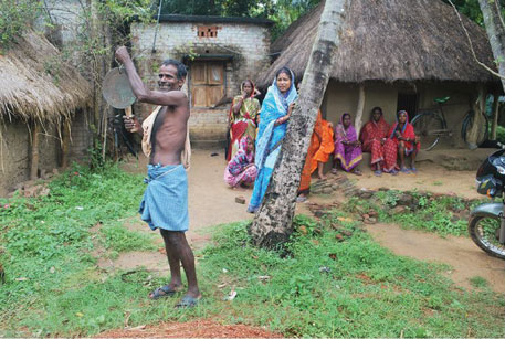 Laxmidhar Mallick of Odisha'sJatasinghpur district walked through his village beating a gong to warn people about Phailin