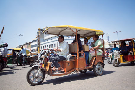Delhi High Court bans e-rickshaws in city