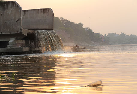 Sisamau Nala, Kanpur's most polluted and largest open drain, spews domestic waste into the Ganga (Photos: Vikas Choudhary)