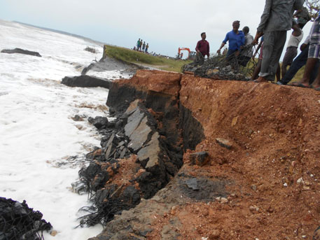 Tidal waves have damaged weak embankments at 22 places in the coastal districts of Kendrapada, Jagatsinghpur and Puri (Photos by Ashis Senapati)