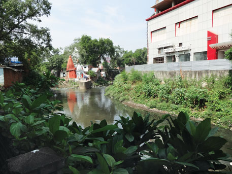 The Nagpur district administration continues to give industrial and residential clearances in the buffer zone of the Nag river