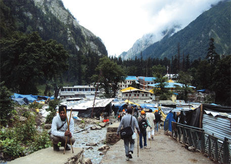 Ghangharia is a base station for people heading to Hemkund Sahib and Valley of Flowers