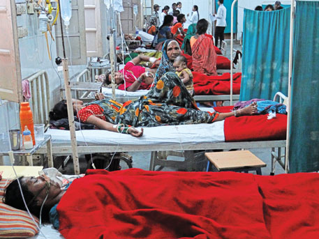 Survivors of the tubectomies recuperating in a Bilaspur hospital