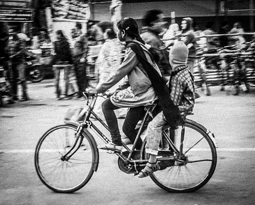 While many cycle for recreation, there exists a population of captive users of cycles, comprising of the blue collared and economically weaker classes, whom policy makers ignore (photos by Avikal)