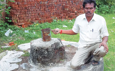 A broken tube well at Jhari village school in Maharashtra's Yavatmal district. Former president of the school management committee (SMC), Shripat Arke, alleges the headmistress does not want to install a new tube well because she does not want the SMC to monitor its construction