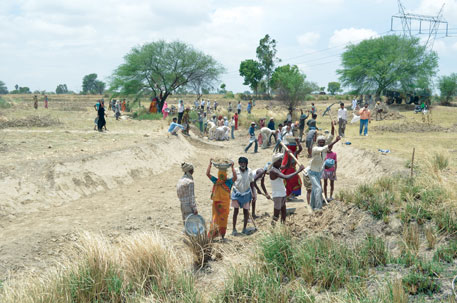 A large number of people got employment while reviving a river under MGNREGA in Fatehpur district of Uttar Pradesh