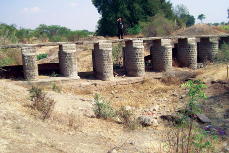 The Kolapuri wier in Antarwali village, Osmanabad district, cannot store water because of faulty location