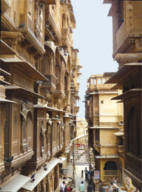 Chhajjas, which reduce direct heat from the sun, are used aesthetically in Jaisalmer
