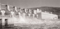 A dam on the Snake river in Washington: demolition of unsafe and crumbling dams may be cheaper but it should not become a safety hazard