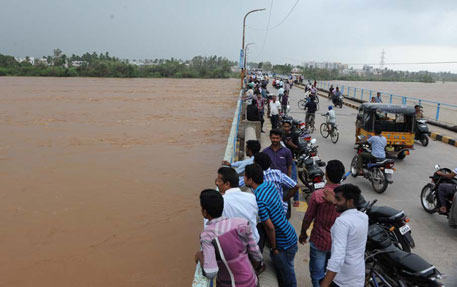 Hudhud causes devastation in Visakhapatnam