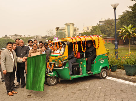 The service in Delhi has started with 125 autorickshaws. Seen in picture are councillor from north zone Sanjay Surjan, who is holding the flag, next to him is East Delhi Mayor Ram Narayan Dubey. Founder of Nirmal Foundation, Nirmal Kumar is on right of the woman councillor