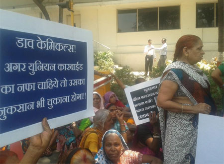 Bhopal  protesters knock on Dow Chemical's door in Mumbai