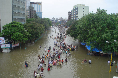 The Maharashtra 2005 floods killed around 5,000 people and affected 20 million people (photo by Parag Sankhe, via flickr)