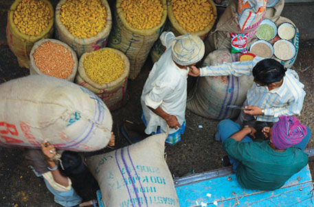 Reduce food security benefits from 67% to 40% population, says panel on restructuring FCI