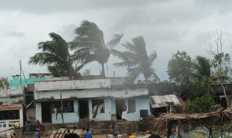 Andhra buckles up; Hudhud just 20 km away