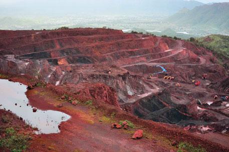 Supreme Court orders CBI probe against Yeddyurappa in mining scam