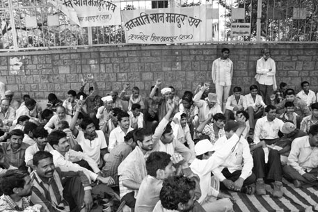 Mine workers protest non-payment of minimum wages in Rishab Dev, Udaipur
