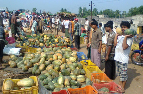 People in coastal Kendrapada district buy vegetables to weather storm(Photo by Ashis Senapati)