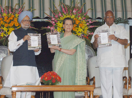 Prime Minister Manmohan Singh and UPA chairperson Sonia Gandhi releasing the Report to the People, detailing the achievements of the government, at a function in New Delhi on May 22 (Credit: PIB)