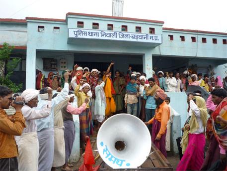People protesting against Krishnaswami's arrest
