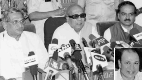 Chief ministers S M Krishna and M Karunanidhi of Karnataka and Tamil Nadu respectively addressing mediapersons after superstar Rajkumar's (inset) abduction