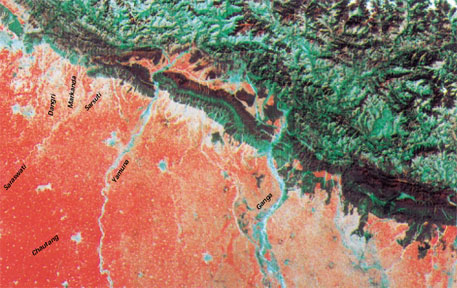 A satellite image of the Siwalik domain and foothills showing the Sarsuti and its tributaries