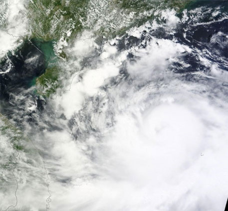 Typhoon Rammasun leaves more than 100 dead in Philippines and China