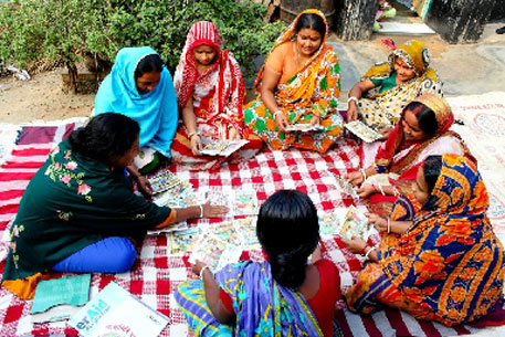 Women from a management committee meet community members to discuss hygiene and sanitation education, at a slum in Dhaka (Photo: Wateraid)