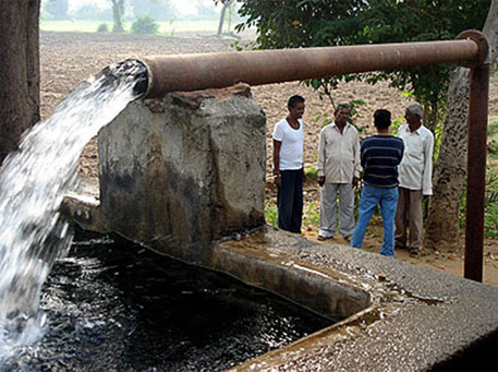 The crowdsourcing monitoring technique can help villages detect contaminated water (Photo courtesy: UN)