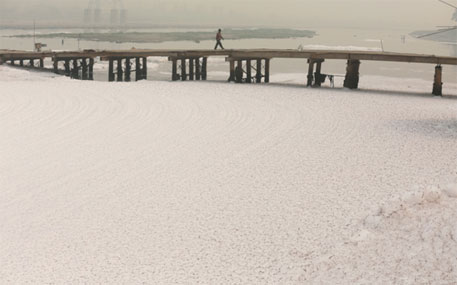 Thick foam flows down the polluted Yamuna river at Okhla barrage in Delhi (Photo: Vikas Choudhary)