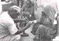 Malaria-cure: collecting blood (Credit: WHO)