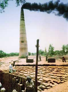 Workers stack unfired bricks.< (Credit: Vikas parashar /CSE)