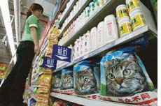 Pet food manufactured in China kills cats and dogs in the US
