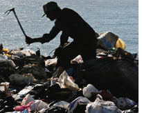 Environmental emergency in Lebanon after trash heaps caved in
