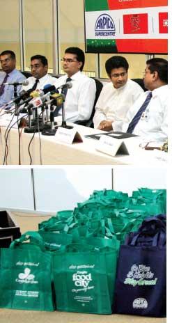 Supermarkets shun plastic bags (Credit: J. WEERASEKERA)
