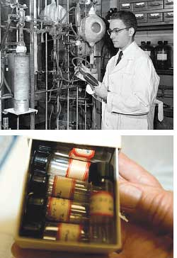 Stanley Miller in his lab; and (Credit: UNIVERSITY OF CHICAGO)