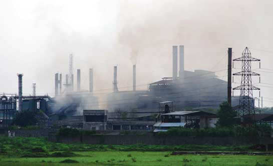 Sponge iron factory on the outskirts of Raipur (Credit: Rupesh Yadav)