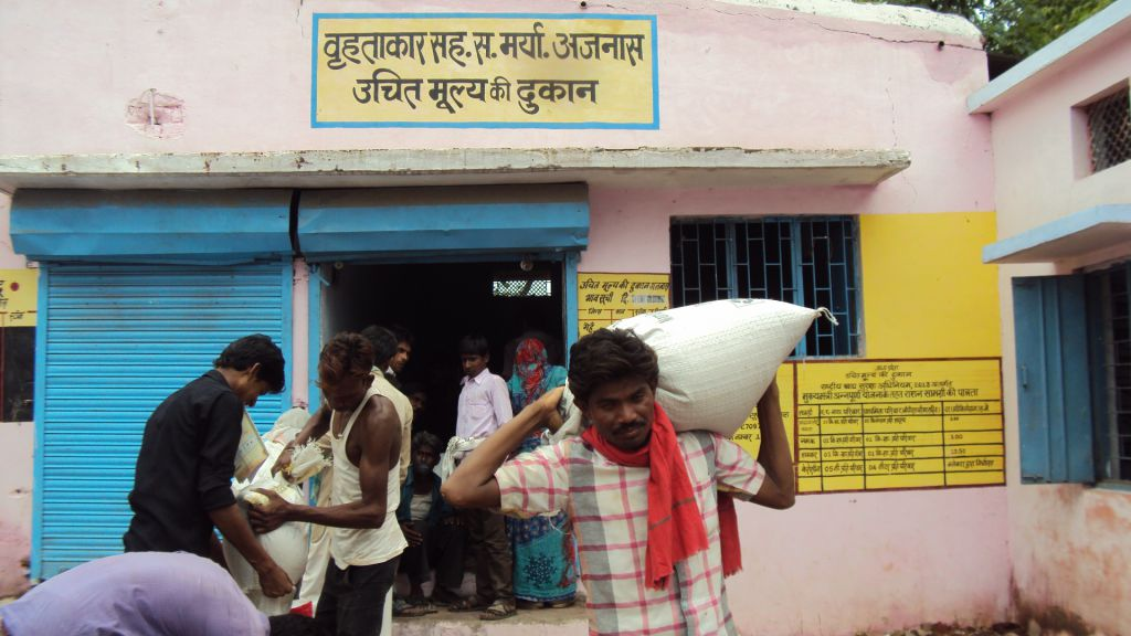 Union government must connect all states to food scheme for robust PDS, the Standing Committee on food flagged. Photo: DTE / CSE