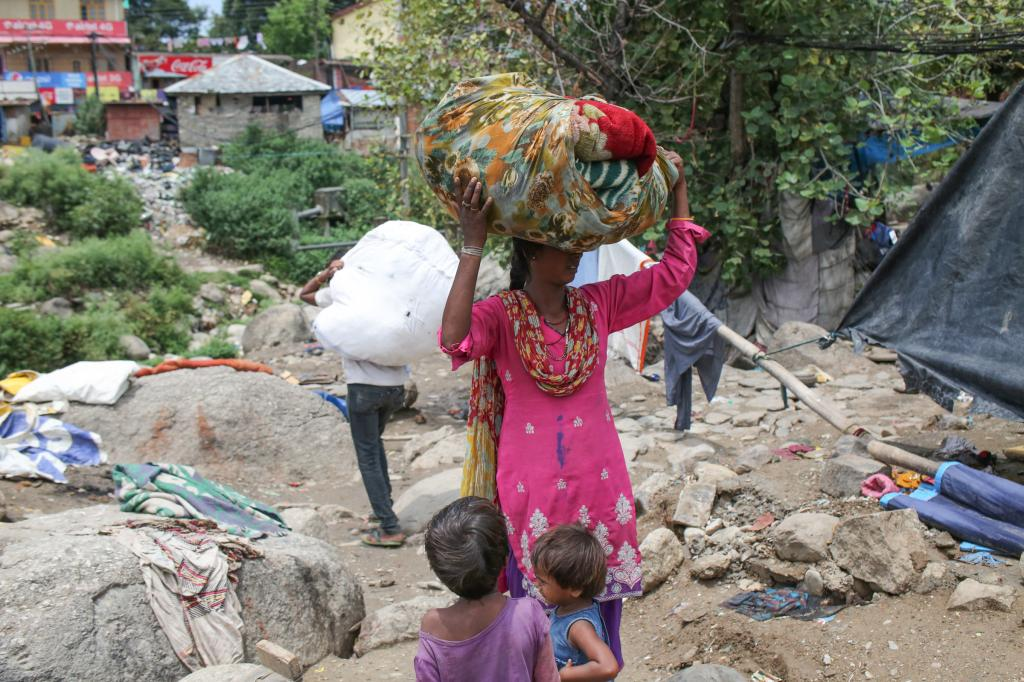 The residents, mostly migrant workers from Rajasthan and Maharashtra, work as construction labourers and rag pickers  Credit: Endangering Himachal