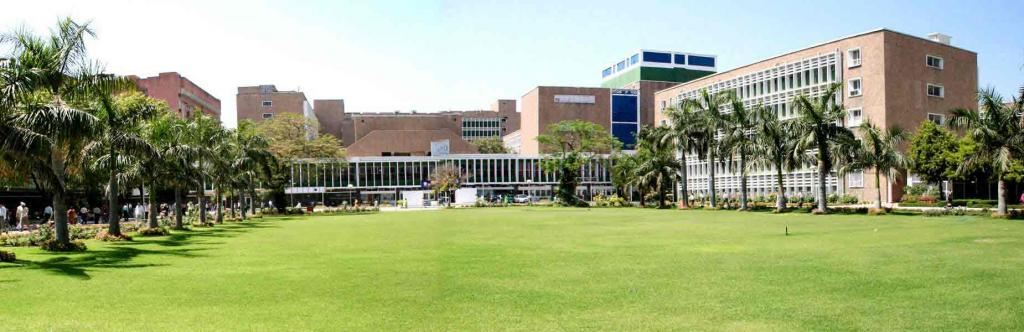 In all, around 10,000 patients flock AIIMs daily (Credit: http://www.aiims.ac.in)