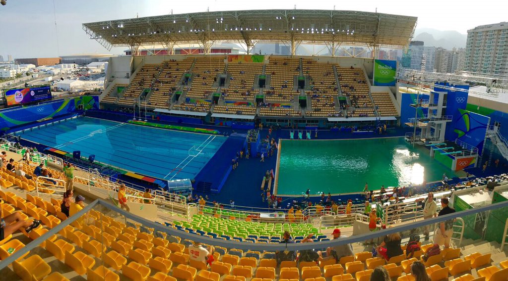 The contrasting colour of the two pools (Credit: Twitter)