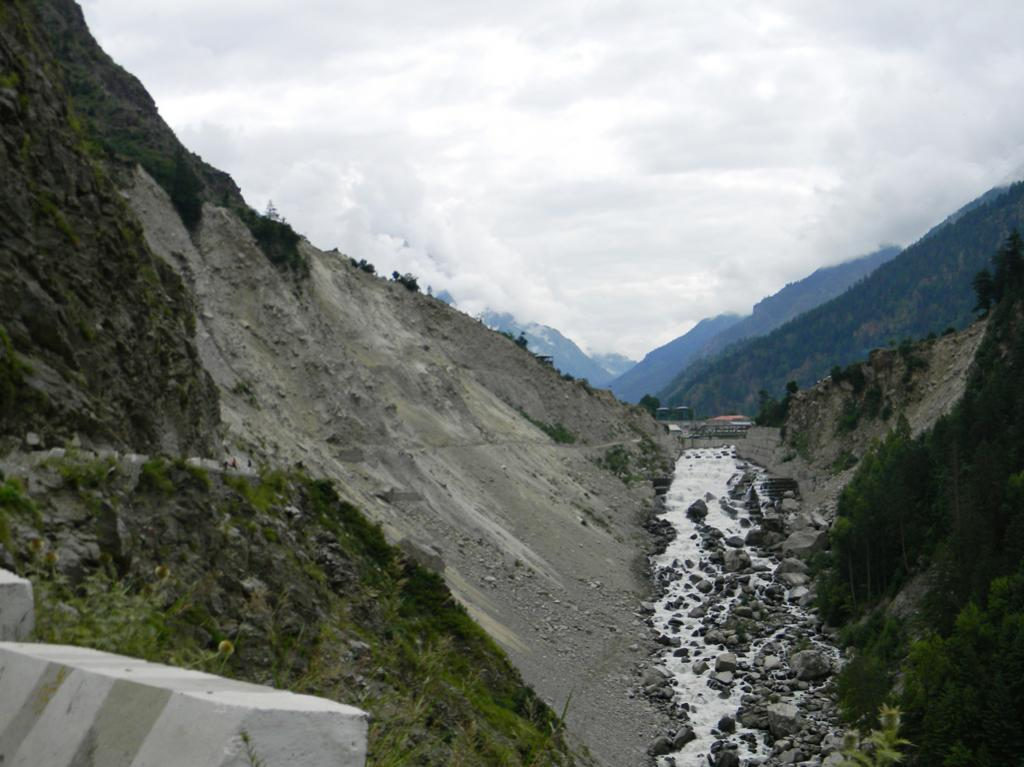 Land slide on the right bank of the river Baspa near Jaypee's 300MW Baspa-2 power project blocks the road.