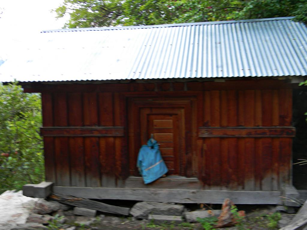 Urch is a traditional grain storing structure which had fallen to disuse overtime.During the June rains some villages like Pangi have revived the use of this.