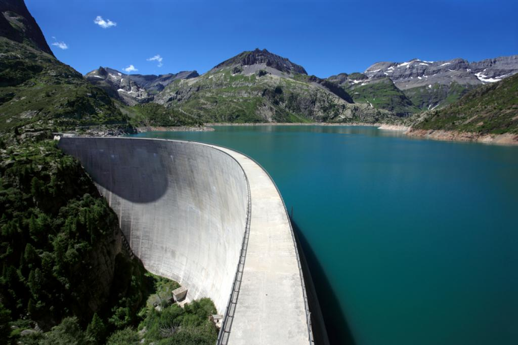 Reservoirs tend to accumulate large amounts of organic matter that produce CO2, methane and nitrous oxide as they decompose (Photo credit: iStock)