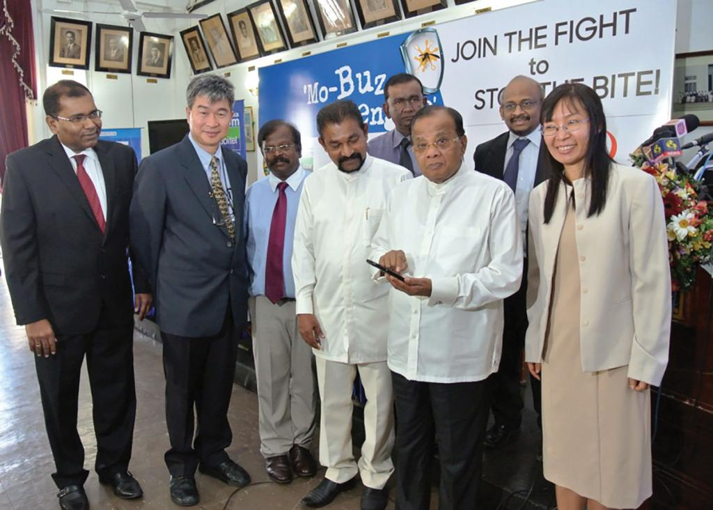 Colombo mayor A J M Muzammil (second from right) launches the Mo-Buzz application for mapping