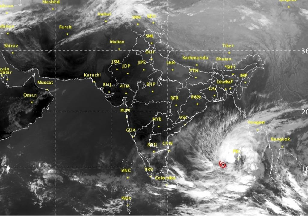 Cyclone 'Vardah' is expected to cross the Andhra Pradesh coast between Nellore and Kakinada around noon on December 12. Credit: IMD