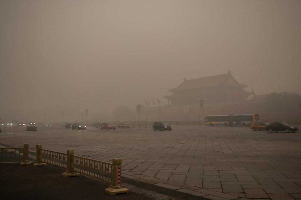 Long spell of smog in major cities in China can be attributed to the growth-at-all-costs policy. Credit: LWYang/ Flicker