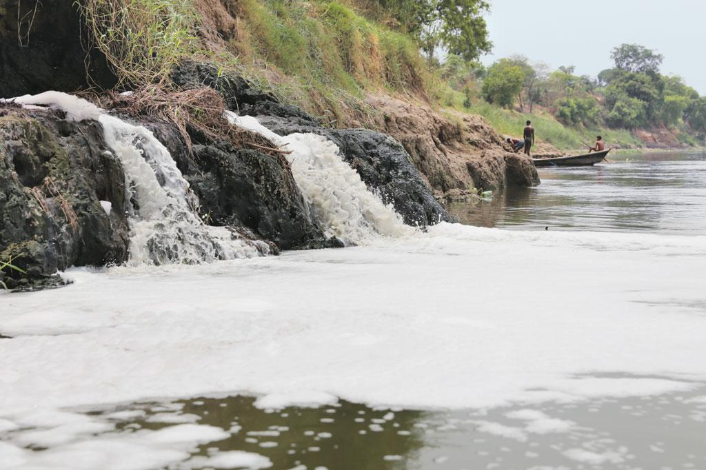 Every day, more than 6,000 million litres of wastewater flows into the Ganga from 138 drains. Faecal sludge, with an equal pollution load, will flow into the river after settlements on its banks achieve open defecation-free status (Photo: Vikas Choudhary)