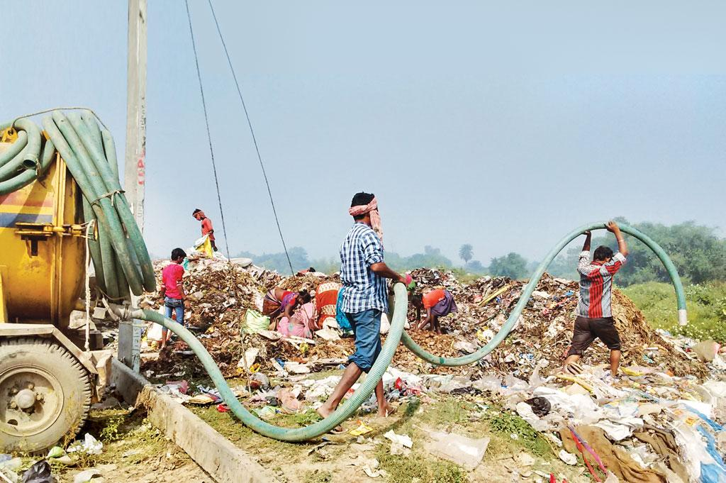 In Bihar's Katihar town most people have toilets with septic tanks. The urban local body collects septage and simply dumps it in the landfill at Udma Rekha (Photo: Anil Yadav)